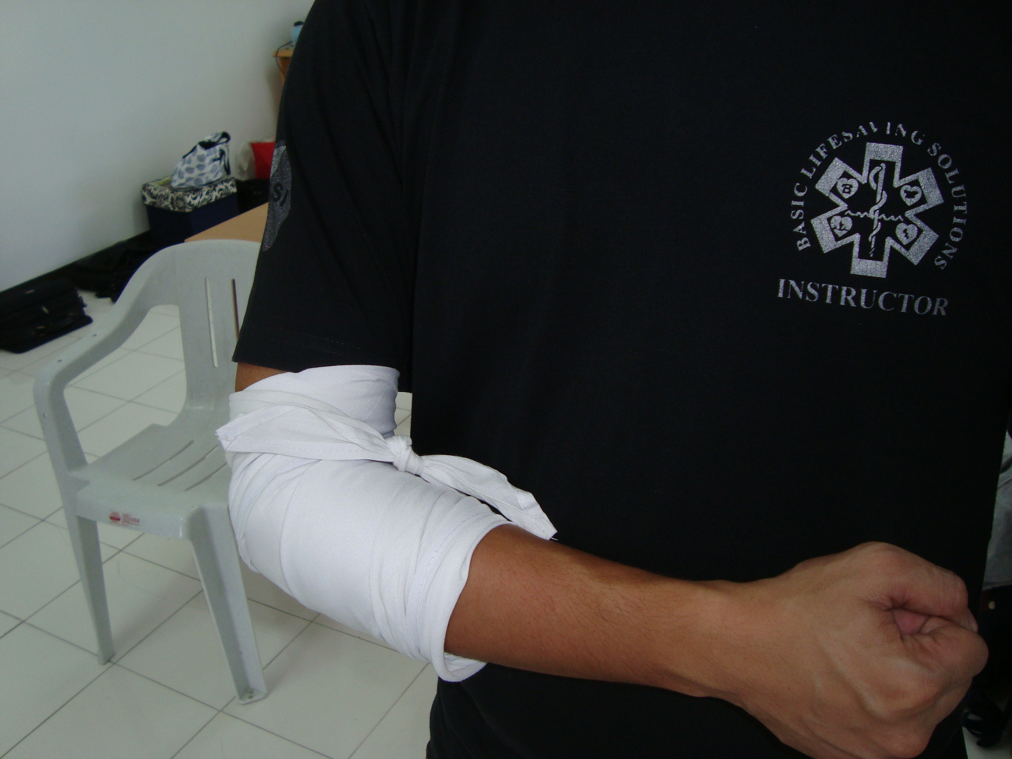 Elbow Bandage Application Cravat Bandage Basic Lifesaving Solutions